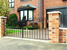 Metal-Gates-Wickes-Chelsea-Bow-Top-Steel-Driveway-Gate-Black-2438-x-900-mm_T3274_154352_00
